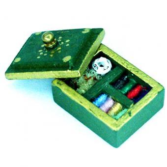 Miniatur Nähmaschine Deko | Grünes Miniatur Nähkastchen 1zu24